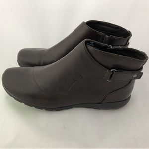 EASY SPIRIT BROWN ANKLING BOOTIES 8M